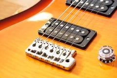 För cutwatsunburst för elektrisk gitarr färg Royaltyfri Foto