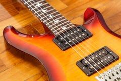 För cutwatsunburst för elektrisk gitarr färg Arkivfoton