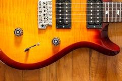 För cutwatsunburst för elektrisk gitarr färg Royaltyfri Fotografi