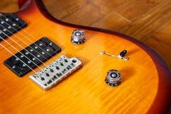 För cutwatsunburst för elektrisk gitarr färg Royaltyfria Foton