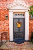 för dörrframdel för 3 tegelsten hus arkivfoton