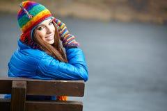 för dagfall för höst gå kvinna för härlig skog Fotografering för Bildbyråer
