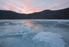 För dagis för vinter frostig sjö Abrau Royaltyfri Bild