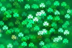 För dagtreklöver för St Patricks bakgrund för bokeh för ljus abstrakt, dagkort för St Patricks