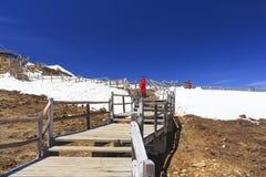 För dalShika för blå måne berg snö på Shangri-La, Yunnan, Ch Royaltyfri Fotografi