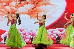 För dans-kvinnor för kines dröm- berömmar för handelskammare entreprenörer Royaltyfri Fotografi
