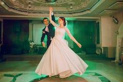 för dansmodell för abstrakt begrepp 3d bröllop Arkivbilder