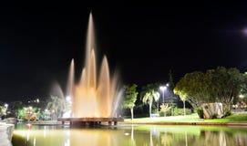 För de Lindà för Ã-guas ia ³, SP/Brasilien: springbrunn som besprutar vatten Royaltyfria Foton