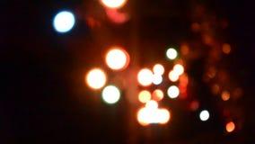 För Defocused ljus för bokeh ljusbakgrund för blinka avslöjer suddiga stock video