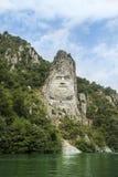för den danube för staden lokaliserade den dacian konungen decebalusen nära den ovarexromania statyn Arkivfoto