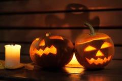 för den grymma säger miniatyrreaperen halloween för kalenderbegreppsdatumet lyckliga holdingen scythestanding Arkivfoto