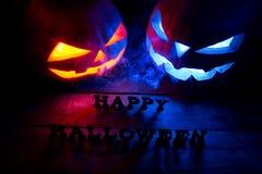 för den grymma säger miniatyrreaperen halloween för kalenderbegreppsdatumet lyckliga holdingen scythestanding Bakgrund av de myst Royaltyfri Foto
