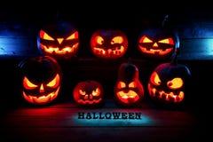 för den grymma säger miniatyrreaperen halloween för kalenderbegreppsdatumet lyckliga holdingen scythestanding Många onda läskiga  Royaltyfria Bilder