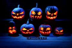 för den grymma säger miniatyrreaperen halloween för kalenderbegreppsdatumet lyckliga holdingen scythestanding Många onda läskiga  Arkivbilder