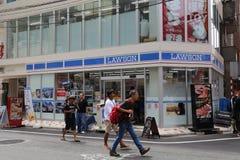för den japan för byggnader för lägenhetarkitekturbyggnad towers det konkreta glass höga tokyo för stål moderna bostadsstigningen Arkivbild
