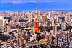 för den japan för byggnader för lägenhetarkitekturbyggnad towers det konkreta glass höga tokyo för stål moderna bostadsstigningen Royaltyfri Foto