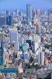 för den japan för byggnader för lägenhetarkitekturbyggnad towers det konkreta glass höga tokyo för stål moderna bostadsstigningen Fotografering för Bildbyråer