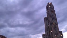För den pittsburgh för den Tid schackningsperioden nedgången solnedgången fördunklar himmel stock video
