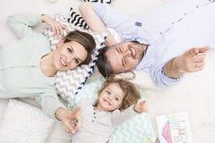 För denna familj är himlen gränsen royaltyfri bild