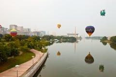 5th Den hoade Putrajaya landskampen luftar ballongfiestaen 2013 Arkivfoto