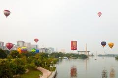 5th Den hoade Putrajaya landskampen luftar ballongfiestaen 2013 Arkivbilder