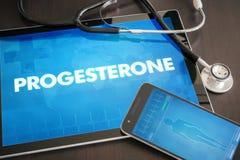 För diagnosläkarundersökning för progesteron (släkt menstruations- cirkulering) begrepp arkivfoto