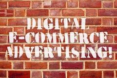 För Digital E för ordhandstiltext annonsering kommers Affärsidé för handel av varor och tjänst genom att använda rengöringsduken stock illustrationer