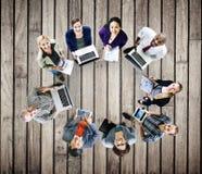 För Digital för bärbar dator för teknologi för globala kommunikationer begrepp apparater Arkivbild