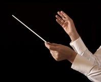 För direktörinnehav för musik kvinnlig pinne arkivfoto