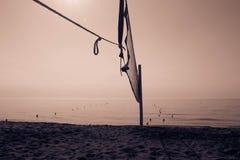 för djupfält för bakgrund grund volleyboll för oskarpt hav för framdel netto royaltyfri foto