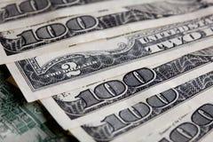 för dollarpengar för 100 bills stapel Arkivbilder
