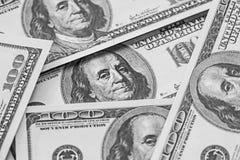 för dollarpengar för 100 bills stapel Arkivbild