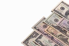 För dollarpengar för USA som amerikanska räkningar isoleras på vit bakgrund Arkivfoton