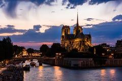 för domkyrkakopia för bakgrund blått för france för förgrund för dame de djupt Europa för paris för notre natt avstånd sky france Arkivbilder