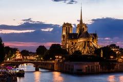 för domkyrkakopia för bakgrund blått för france för förgrund för dame de djupt Europa för paris för notre natt avstånd sky france Fotografering för Bildbyråer