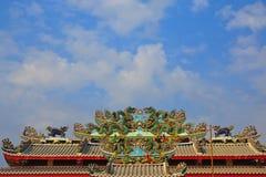 för draketak för kines kyrklig stil för staty Arkivbild
