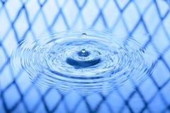 för droppfärgstänk för bakgrund blått vatten Royaltyfri Foto