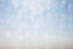 För droppvatten och abstrakta bakgrundsblått för bokeh Royaltyfri Foto