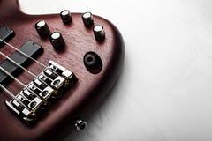 för dubai för 2011 band utföra för macy för jazz för bas- gitarr festival grå internationellt arkivfoton