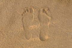 för effektfotspår för strand skvalpade härliga fotsteg sandiga windblown uppvisningstrails för sanden Royaltyfri Foto
