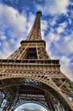 för eiffel för bakgrund blått torn sky Arkivfoton