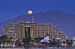 för eilatisrael för stad färgrik stigning moon arkivbilder