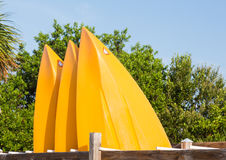 För eller framdel av tre plast- kajaker eller kanoter Royaltyfria Bilder