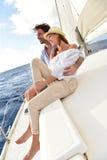 För en tid sedan gift par på en seglingkryssning arkivbild