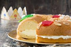 För epiphanykaka för spanjor typisk Roscon de Reyes för ` `, arkivbild