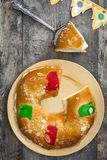 För epiphanykaka för spanjor typisk Roscon de Reyes för ` `, arkivbilder