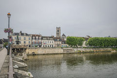 för etienne france för auxerre domkyrkacityscape saint yonne flod Arkivfoto