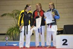 för europeisk vinnarear för randori karatelady för kopp förlagapp arkivbild