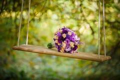 för fältblommor för grupp grunt bröllop för djup fokus Fotografering för Bildbyråer