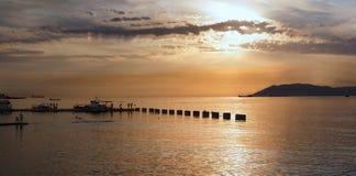‹ för € för â för ‹ för havs†på solnedgången Royaltyfri Fotografi